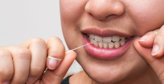 How to Clean Your Teeth When You Don't Have a Toothbrush